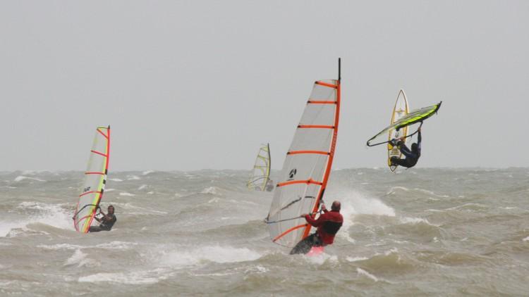 windsurfing-20060520-1900